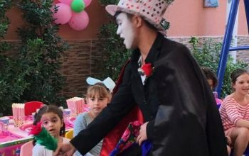 Birthday-Party-Entertainer-Magician-Party-Services_7